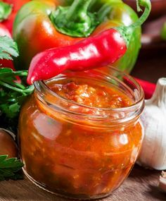 Bottles And Jars, Pesto, Pickles, Cooking Tips, Barbecue, A Table, Chili, Food And Drink, Stuffed Peppers
