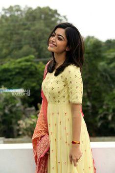 Beautiful Girl Photo, Beautiful Girl Indian, Most Beautiful Indian Actress, Indian Face, Celebrity Gallery, Indian Wear, Indian Beauty, Indian Actresses, Indian Fashion