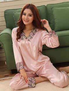 Picking Out a Good Pair of Silk Boxer Shorts Pijama Satin, Cotton Sleepwear, Satin Pajamas, Long Sleeve Pyjamas, Pretty Lingerie, Vintage Lingerie, Mode Hijab, One Piece Dress, Night Gown
