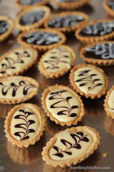 Top 10 Mini Tart Recipes - pictured Lemon Tarts and Chocolate Tarts Just Desserts, Delicious Desserts, Yummy Food, Lemon Desserts, Awesome Desserts, Brownie Desserts, Elegant Desserts, Easter Desserts, Brownie Recipes