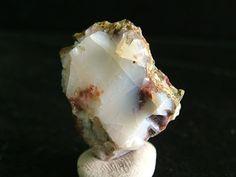 nadir bulunan Süt Opal