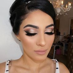 Make-up for brides, make-up for party of 15 years. - Braut Makeup - Make Up Dramatic Bridal Makeup, Bridal Hair And Makeup, Wedding Hair And Makeup, Hair Makeup, Winter Wedding Makeup, Wedding Lipstick, Bridal Beauty, Makeup For Brides, Bridal Smokey Eye Makeup