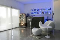 Setting Up a Home Bar With Round Table