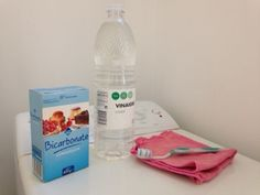 Vinaigre blanc, bicarbonate, brosse à dents pour nettoyer machine à laver