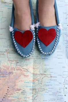 These heart moccasins are one of the collaboration designs by Darlingtonia Moccasin Co. for Red Velvet! They feature a sky blue body with a leather heart detail.