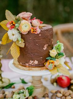 Fall Forest inspired wedding reception table setting ideas for autumn wedding tablescape Wedding Cake Rustic, Fall Wedding Cakes, Elegant Wedding Cakes, Autumn Wedding, Autumn Inspiration, Wedding Inspiration, Best Wedding Colors, Wedding Reception Tables, The Perfect Touch