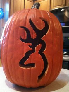 Browning pumpkin for halloween! Halloween Pumpkins, Halloween Crafts, Holiday Crafts, Holiday Fun, Halloween Decorations, Halloween Camping, Autumn Crafts, Halloween Costumes, Deer Stencil