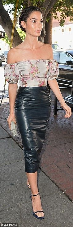 52b5bcdb8 The LA native Lily Aldridge, wore a very right leather skirt that hugged her  hips and toned thighs and added an off-the-shoulder top.