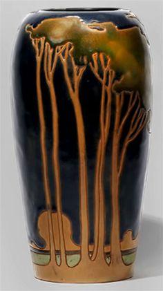 20th Century American art pottery Rockwood vase by Frederick Hurten Rhead