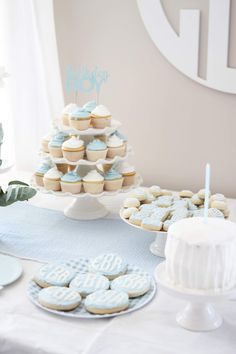 Classic Blue and White Little Boy First Birthday Blue Birthday Parties, Boys 1st Birthday Party Ideas, Boy First Birthday, Birthday Balloons, Dessert Table Birthday, Birthday Table Decorations, First Birthday Cookies, 1st Birthdays, Ballon