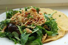 Zum Mittagessen nach der Arbeit schmiss sich Judith ein paar Kichererbsencrepes in die Pfanne und einen großen Salat in die Schüssel.
