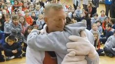 Military dad surprises daughter at school in adorable reunion - News - TODAY.com