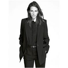Because nothing makes people want to buy luxury goods like Julia Roberts, looking like she's ready to shiv you. Julia Roberts for GIvenchy Spring/Summer Givenchy, Style Masculin, Androgynous Fashion, Spring Summer 2015, Powerful Women, Older Women, Suits For Women, Pretty Woman, Outfits