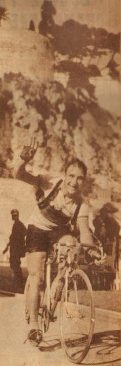 Tour de France 1953. 16^Tappa, 19 luglio. Marsiglia > Monaco. L'arrivo solitario di Wim Van Est (1923-2003) [Le Miroir des Sports]