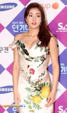 Korean Star, Korean Girl, Korean Drama Movies, Cute Beauty, Korean Dress, Asian Celebrities, Korean Beauty, Asian Beauty, Chinese Actress