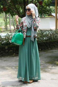 Greena nd gray - summer-dress-hijab Islamic Fashion, Muslim Fashion, Modest Fashion, Fashion Outfits, Unique Fashion, Women's Fashion, Hijab Chic, Stylish Hijab, Modest Wear
