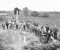PA and Pickett's veterans at wall, July 1887.jpg