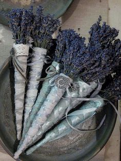 Raindrops and Roses - lavender garden Lavender Wands, Lavender Crafts, Lavender Wreath, Lavender Tea, Lavender Sachets, Lavender Fields, Lavender Flowers, Dried Flowers, Wedding Lavender