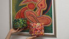 Kurve i papirflet. Farverne matcher Heerup-plakaten. Grøn og orange. Håndlavet design fra ReCyklisten. Sælges - candywrap - Green and orange basket matching the poster. Handmade recycling paper