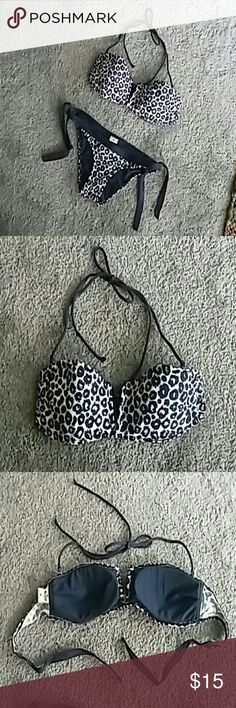 Gently used bikini Super cute Hollister brand navy blue and white leopard print bikini. Top is tie back bandeu with removeable tie back halter strap sz M. Bottom is low rise with side ties sz XS. Hollister Swim Bikinis