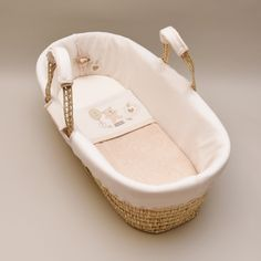 Hug Me Bear design moses basket. Basket comes complete with wadded liner, basket liner, fitted sheet and blanket all made from organically grown naturally colored cotton. Also includes foam mattress.