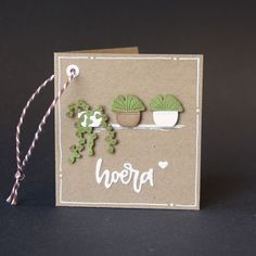 Kadolabel met uitgestanste plantjes Marianne Design, Diy Cards, Place Cards, Place Card Holders, Paper, Creative, Card Ideas, Flowers, Inspiration
