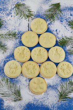 Fursecuri stampilate - CAIETUL CU RETETE Ballerina Cookies, Baby Food Recipes, Cooking Recipes, Bulgarian Recipes, Cupcake Cookies, Cupcakes, Deserts, Food And Drink, Smoothie