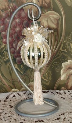 Gold & Cream Victorian Hanging Christmas Ornament - Vintage Style Hand Decorated No.B01