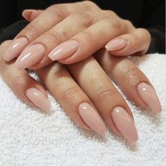 On average, the finger nails grow from 3 to millimeters per month. If it is difficult to change their growth rate, however, it is possible to cheat on their appearance and length through false nails. Neutral Nails, Nude Nails, Coffin Nails, Gel Nails, Acrylic Nails, Nail Polish, Nagel Gel, Nail Decorations, Simple Nails