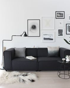 The Design Chaser: A New Picture Wall