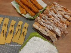 Faworki - proste i szybkie ,jak zrobić faworki?#karnawał #chrust #faworki - YouTube Bacon, Cookies, Dishes, Breakfast, Food, Youtube, Polish, Biscuits, Crack Crackers