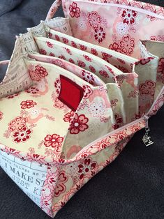 Bionic Gear Bag Sew Along saidwithlove bionicgearbag Applique Quilt Patterns, Bag Patterns To Sew, Patchwork Bags, Quilted Bag, Sew Together Bag, Handbag Organization, Handbag Organizer, Small Sewing Projects, Sewing Ideas