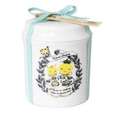 ケークスティー♡25周年記念商品 カレルチャペック紅茶店☆ Tea Packaging, Pretty Packaging, Tea Design, Tea Tins, My Tea, Lunch Box, Branding, Packing, London