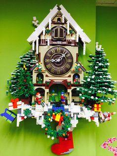 LEGO Cuckoo Clock by 李默父 Lego Winter Village, Lego Village, Lego Christmas Sets, Christmas Night, Lego Gingerbread House, Casa Lego, Lego Sculptures, Lego Display, Amazing Lego Creations
