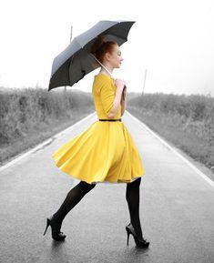 autumn outfit: yellow dress and black tights Herbstoutfit: gelbes Kleid und sch Dresses Near Me, Dresses For Work, Mellow Yellow, Black N Yellow, Bright Yellow, Estilo Cool, Jaune Orange, Full Skirt Dress, Inspiration Mode