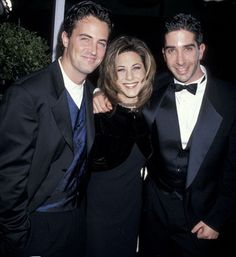 Matthew Perry, Jennifer Aniston, and David Schwimmer Friends Tv Show, The Cast Of Friends, Tv: Friends, Friends Season 10, Friends Moments, Jennifer Aniston Friends, Matthew Perry, Best Tv Shows, Films