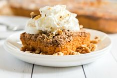 A plate of food, with Cake and Apple Pumpkin Spiced Latte Recipe, Pumpkin Pie Mix, Pumpkin Pie Recipes, Cake Mix Recipes, Pumpkin Dessert, Homemade Desserts, Fun Desserts, Dessert Recipes, Fruit Recipes