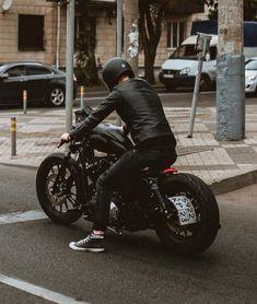 Black on black Harley Davidson Sportster motorcycle. The daily commuter! Harley Davidson Chopper, Harley Davidson Sportster 883, Harley Davidson Motorcycles, Iron 883 Custom, Harley 883, Harley Bikes, Harley Race, Motos Bobber, Cafe Racer Motorcycle