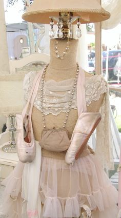 Chateau De Fleurs: Just a Few Photo's of Our June Show Early Friday Morning Before We Opened Boho Chic, Shabby Chic, Shabby Vintage, Vintage Decor, Tattoo Dentelle, Dress Form Mannequin, Quelques Photos, Diy Couture, Vintage Boutique