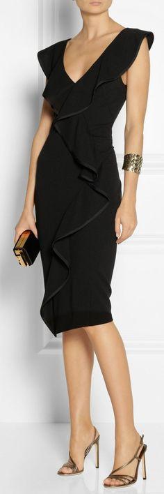 Donna Karan ● stretch-jersey dress jaglady - A curvy little black dress! Donna Karan, Style Noir, Mode Style, Love Fashion, Trendy Fashion, Womens Fashion, Fashion Black, Fashion Ideas, Retro Fashion