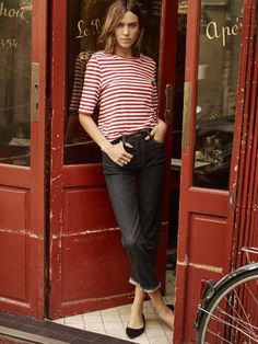 Continuing her association with denim label AG Jeans, socialite and fashion icon Alexa Chung stars for the Spring/Summer 2017 Campaign f. Ag Jeans, Mode Jeans, Denim Pants, Neue Outfits, Style Outfits, Cool Outfits, Alexa Chung Style, Star Fashion, Look Fashion