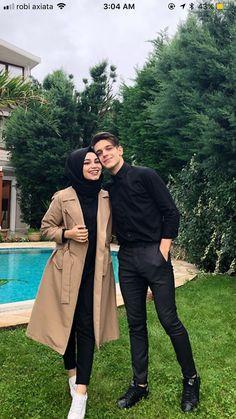 51 New Ideas For Wedding Photography Poses Romantic Hands Modern Hijab Fashion, Street Hijab Fashion, Hijab Fashion Inspiration, Muslim Fashion, Mode Inspiration, Stylish Hijab, Casual Hijab Outfit, Hijab Dress, Cute Muslim Couples