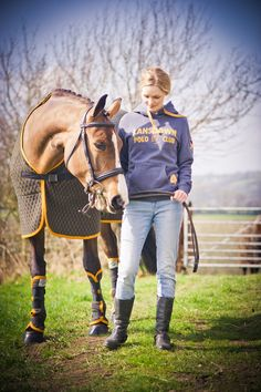 Lansdown Club Polo and matching Thermelite Horse Rug in this season's Slate and Old Gold.
