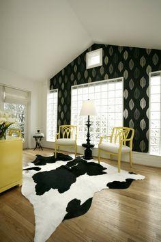 Der Fell Teppich Schafft Eine Behagliche Atmosphäre Im Haus #atmosphare  #behagliche #schafft #