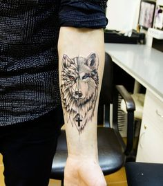 42 Unique and Strong Arm Tattoos For Men - Does seeing black ink in various designs on people excite you? Are you planning to get some ink on yourself? Well, getting a tattoo done is a very huge decision. Wolf Tattoo Forearm, Lone Wolf Tattoo, Small Wolf Tattoo, Small Forearm Tattoos, Hand Tattoos, Sleeve Tattoos, Tattoo Ink, Circle Tattoos, Owl Tattoos