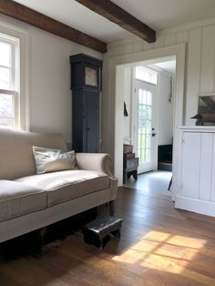 Brilliant 65+ Amazingly Austere American Farmhouse by Phoebe Troyer Ideas https://freshouz.com/65-amazingly-austere-american-farmhouse-phoebe-troyer-ideas/