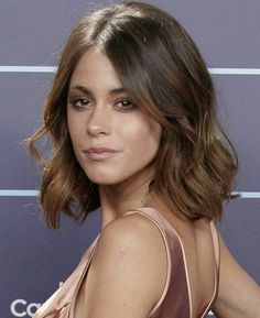 Leonetta: Forever and Always Short Hairstyles For Women, Cool Hairstyles, Camila Gallardo, French Bob, Celebrity Singers, Look Girl, Balayage Highlights, Long Bob, Hairspray
