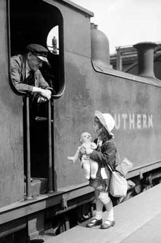 Times Archive Prints by R Chandler Vintage Photographs, Vintage Photos, Black White Photos, Black And White, Steam Trains Uk, Nostalgic Images, Southern Railways, The Blitz, Train Art