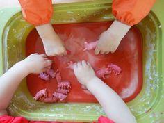 maizena, water en verf = modderbad voor varkens sensorische ervaring