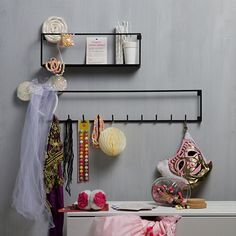 The Meert wall shelf is a contemporary wall shelf, with lots of space to display your favourite pieces. The frame is made of black metal. Kitchen Shelves, Bathroom Shelves, Bathroom Storage, Hanging Shelves, Wall Shelves, Baskets On Wall, Wicker Baskets, Innovation Living, Essential Oil Shelf